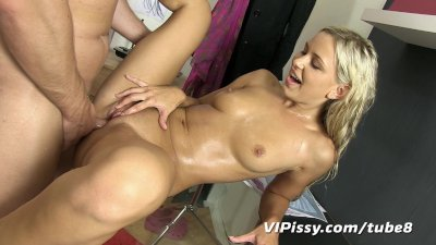 Pee soaked Dido gets a messy facial
