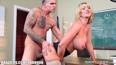 Milf Leigh sucks her student's dick - Brazzers