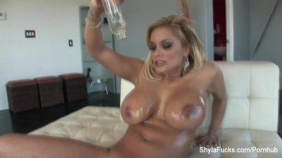 Shyla Stlyez takes a big black cock