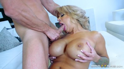 Hot Milf Alyssa Lynn is an animal - Brazzers