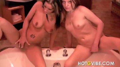 Bathtub Fingering Lesbians