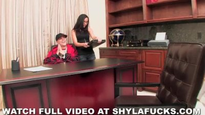 Shyla Stylez fucks record producer for a contract