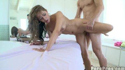 Gorgeus Girl Gets Perverted Massage.10