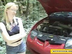 Mature blonde sucking dick for a car repair