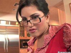 Curvy Sunny Leone gets naked