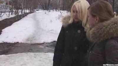 Dos adolescentes rusas conocen