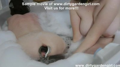 Dirtygardengirl speculum, double fisting and prolapse in bath
