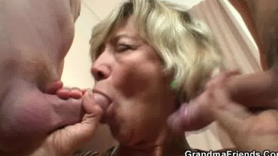 Hey guys, who wants to taste my old pussy..