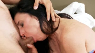 Amateur Cougar Sucking Cock