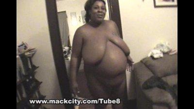 8 month BBW pregnant ebony chick sucks cock.