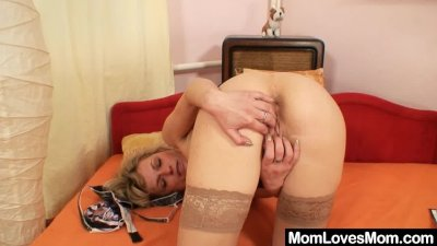 Gorgeous blond amateur milf fi