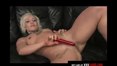 Tattooed Blonde Cums With a Dildo