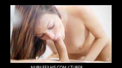Sensual beauty brings her lover to orgasm