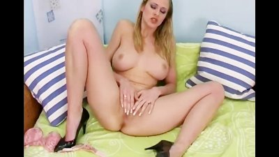 Sexy Solo Wife