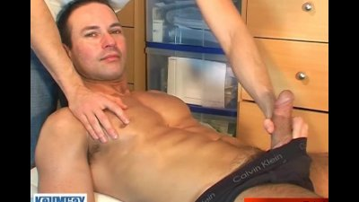 A straight guy get wanked by a gay guy