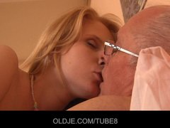 Horny redhead girl gets a sex sale from an Oldje