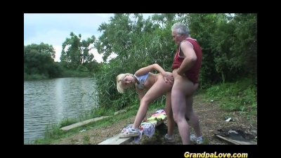 Grandpa gets lucky with a blon