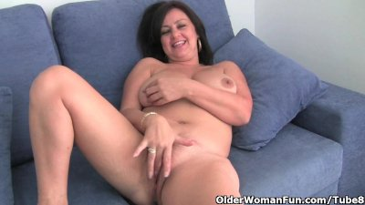 Mature mom with big tits pinch