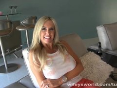 Preview 3 of Wifey Blows Stranger And Swallows Jizz