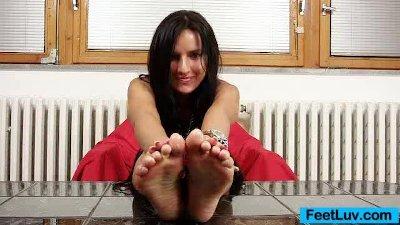 Skinny chick Sharon licks her bare feet