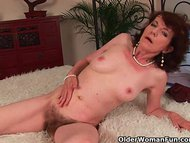 Mature mom with hairy crotch and armpits fucked deep