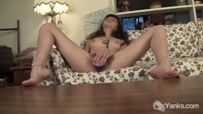 Slim Amateur Beauty Willow Toying Her Hairy Twat