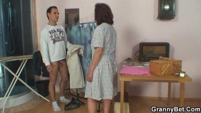 Sewing oldie pleases his horny dick