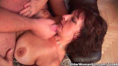 Grandma with hairy pussy sucks