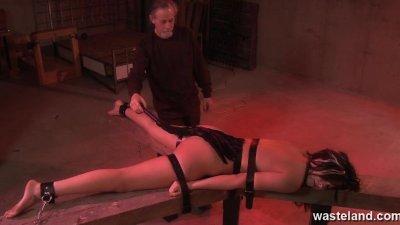 Bearded master ties her down f