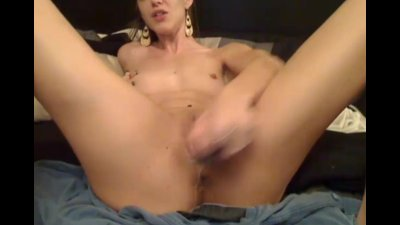 Cute Camgirl Plays her Tight Pussy