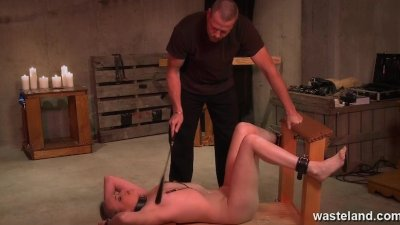 Master give her full body electic shocks and clamps her nippples