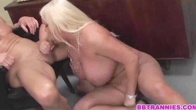 A chubby blonde tranny barebacked