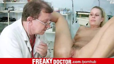 Czech amateur Tina misused by aged dirty gyneco doctor