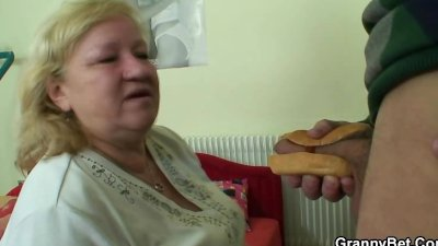 Cock-hungry grandma gets pounded