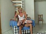old blonde jumps on massive meatFür kostenlose Pornofilme hier
