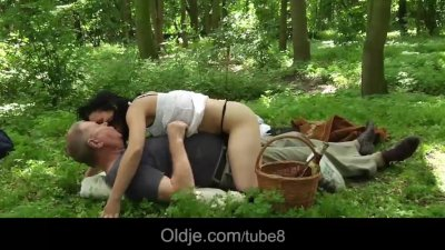 Scandalous old and young fuck at picnic