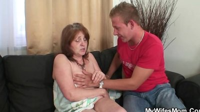 Horny guy bangs his girl's old mom