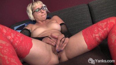 Blonde Amateur Vi Masturbating
