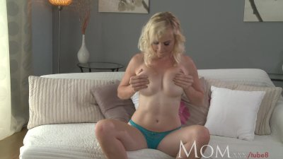 MOM Blonde MILF lets us watch