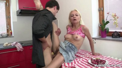 He fucks blond motherinlaw at the kitchen