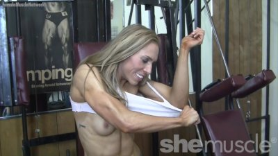 Fit Blonde Shows Off in the Gym