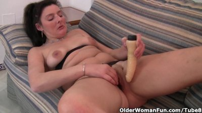 British mom in tights fucks a dildo