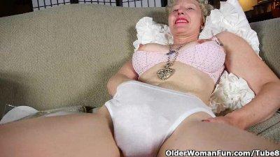 Mom's new pantyhose got her al