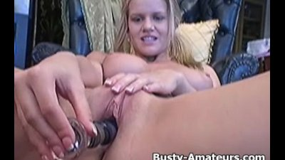 Busty Lisa playing her pussy w