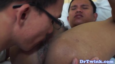 Asian doctor fingers and rims twinks asshole