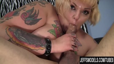 Plump tattooed Girl Anna Anarchy gets banged