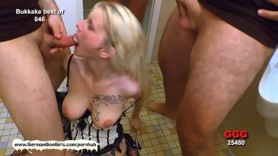 Blondie babe Mia loves to get her pretty face covered with cum!