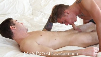 Manroyale Boyfriends suck and fuck while doing laundry