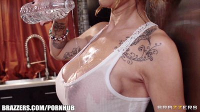 Brazzers - Sandee Westgate - Beat the Heat with a Wet T Shirt