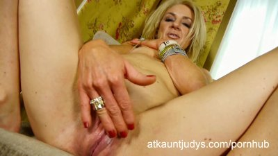 Ava likes to cum for the camera